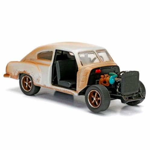 Jada Toys 98303 Doms Chevrolet Fleetline F8 Model Car Perspective: front