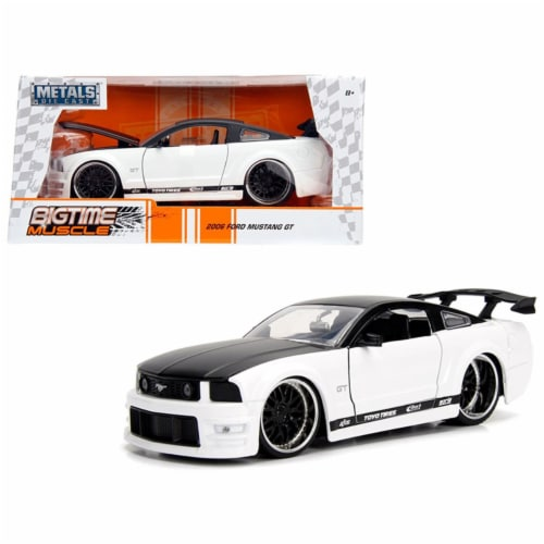 Jada Toys 99973 1-24 2006 Ford Mustang GT Diecast Model Car - White with Black Top Perspective: front