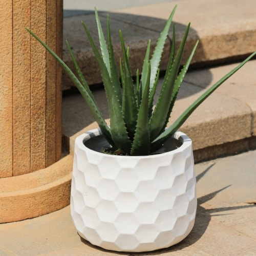 Luxen Home Geo-Design Round MgO Planter, White Perspective: front
