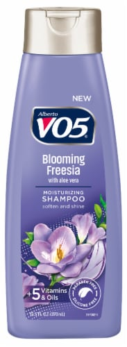 VO5 Herbal Escapes Free Me Freesia Moisturizing Shampoo Perspective: front