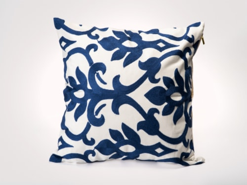 Casa Mia Decorative Throw Pillow Perspective: front