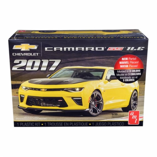 Skill 2 Model Kit 2017 Chevrolet Camaro SS 1LE 1/25 Scale Model by AMT Perspective: front