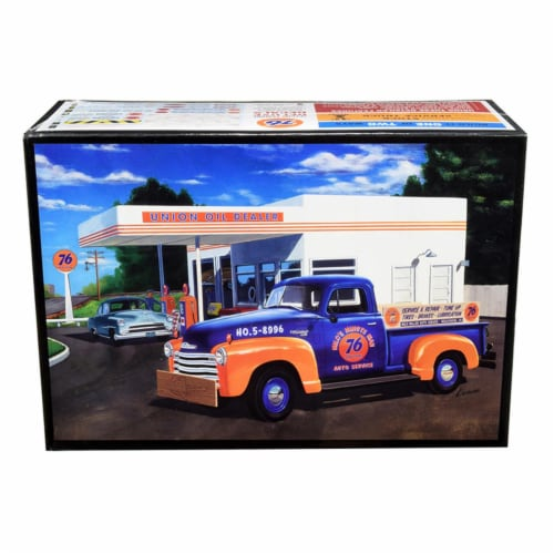 AMT AMT1076 76 in. Chevrolet 3100 Pickup Truck Union 2 in 1 Kit 1 by 25 Scale & Skill 2 Model Perspective: front