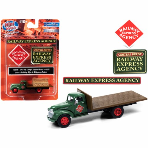 Classic Metal Works 40018 1941 by 1946 Chevrolet Flatbed Truck Green with Shipping Crates & B Perspective: front