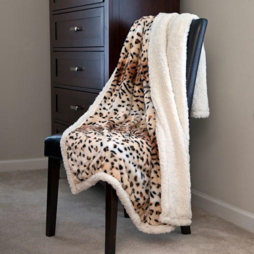 Animal Print Throw Warm Sherpa Backing Fuzzy Soft Cozy Giraffe Leopard Tiger Couch Chair Bed Perspective: front