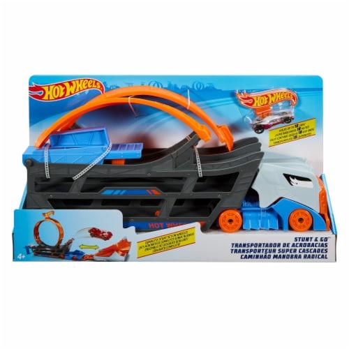 Mattel Hot Wheels® Stunt & Go Mobile Track Set Perspective: front