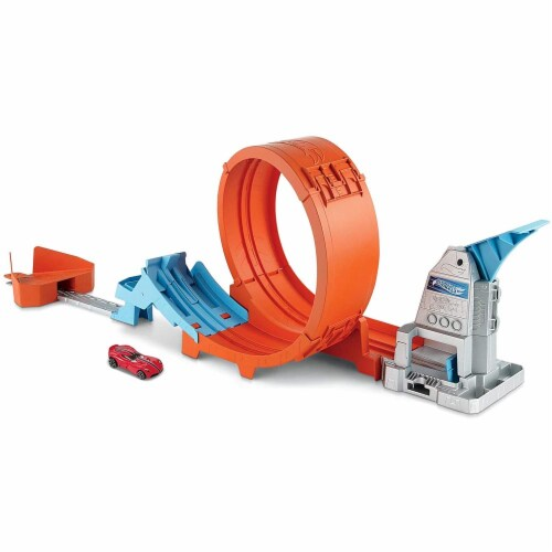 Hot Wheels Loop Stunt Champion Track Set with Dual-Track Loop, Dual Launch Perspective: front