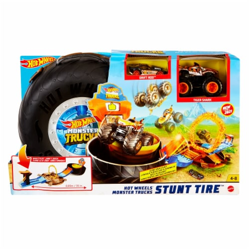 Mattel Hot Wheels® Monster Trucks Stunt Tire Playset Perspective: front