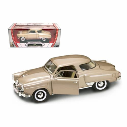 1950 Studebaker Champion Golden Tan 1/18 Diecast Model Car by Road Signature Perspective: front