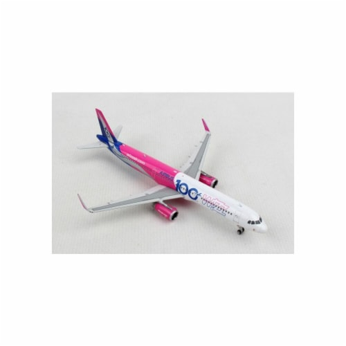 Phoenix Diecast PH1840 Wizz Air Airbus A321W Scale 1 by 400 100th Reg No. HA-LTD Perspective: front