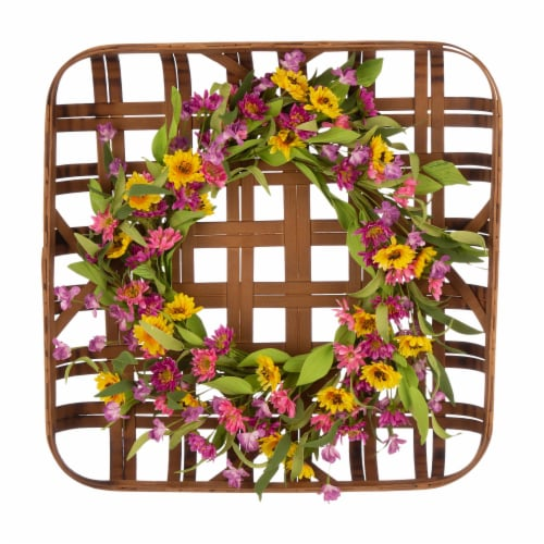 Glitzhome Chrysanthemum Wreath & Bamboo Tobacco Basket Decoration Perspective: front