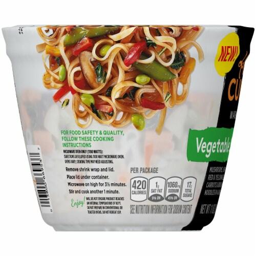 Lean Cuisine Marketplace Vegetable Stir Fry Cup Perspective: left