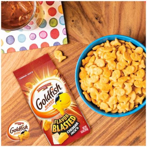 Goldfish Flavor Blasted Cheddar Jack'd Snack Crackers Perspective: left