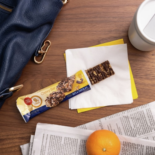 Fiber One Oats & Chocolate Chewy Bars Value Pack Perspective: left