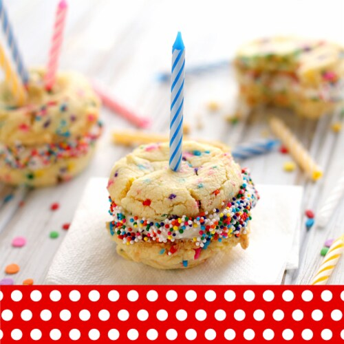 Betty Crocker Rich & Creamy Vanilla Frosting Perspective: left