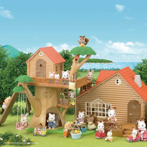 Calico Critters Adventure Treehouse Gift Set Perspective: left