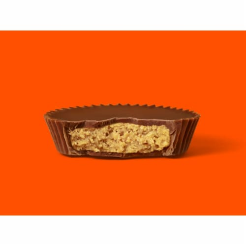 Reese's Milk Chocolate Peanut Butter Cups Snack Size Perspective: left