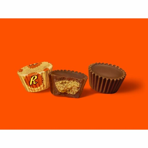 REESE'S Milk Chocolate Miniatures Peanut Butter Cups Perspective: left