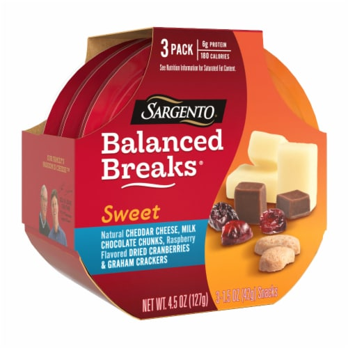Sargento® Sweet Balanced Breaks Cheddar Cheese Chocolate Cranberries & Crackers Snack Packs Perspective: left