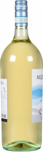 Mezzacorona Pinot Grigio Perspective: left
