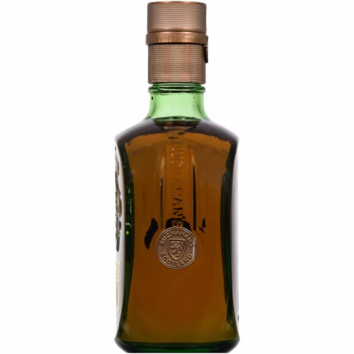Buchanan's Special Reserve 18 Year Blended Scotch Whisky Perspective: left