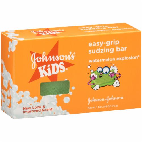 Johnson's Kids Easy-Grip Sudzing Bar Perspective: left