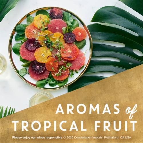 Kim Crawford Sauvignon Blanc Canned Wine Perspective: left