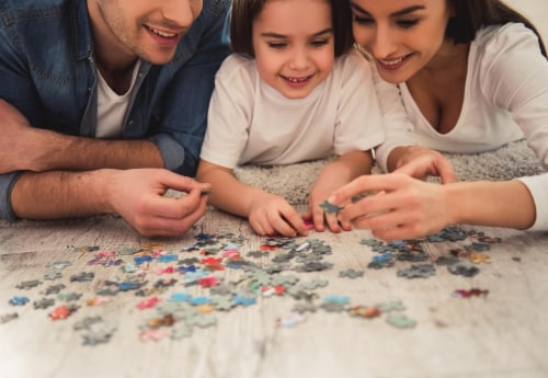 Peanuts Cast 500 Piece Jigsaw Puzzle Perspective: left