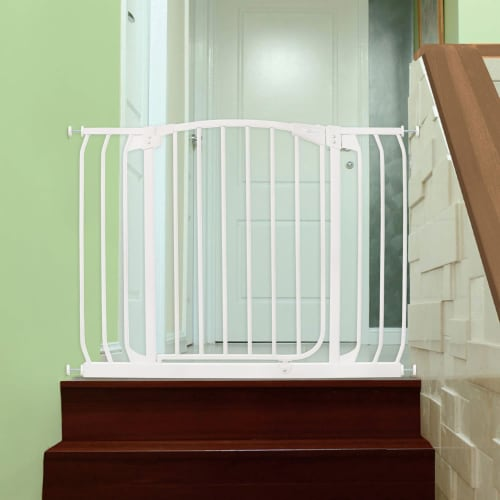 Dreambaby L798W Chelsea 38 to 46 Inch Auto-Close Baby Pet Safety Gate, White Perspective: left