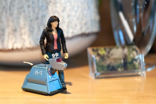"Doctor Who 5.5"" Action Figure Set: Sarah Jane and K9 Perspective: left"