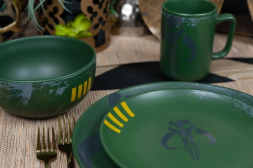 Star Wars Boba Fett Mandalorian Stoneware Plates & Bowl Collection | 4-Piece Set Perspective: left