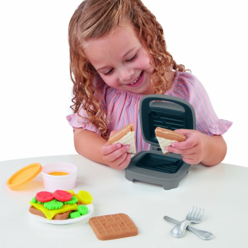 Play-Doh Kitchen Creations Cheesy Sandwich Modeling Compound Playset Perspective: left