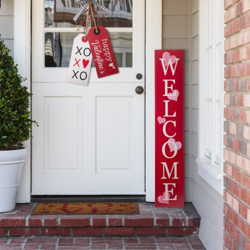 Glitzhome Valentine's Day Wooden Welcome Porch Sign Perspective: left