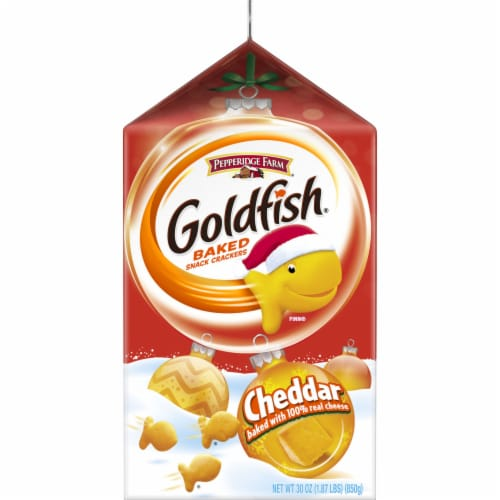 Goldfish Cheddar Crackers Perspective: right