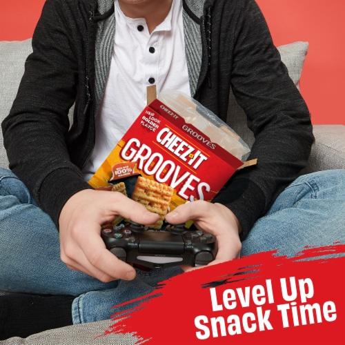 Cheez-It Grooves Crunchy Cheese Snack Crackers Original Cheddar Perspective: right