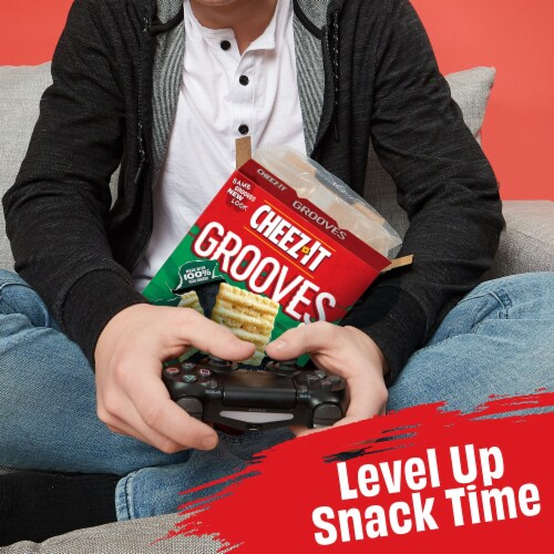 Cheez-It Grooves Sharp White Cheddar Snack Crackers Family Size Perspective: right