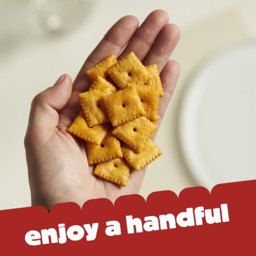 Cheez-It Baked Snack Cheese Crackers Buffalo Wing Perspective: right