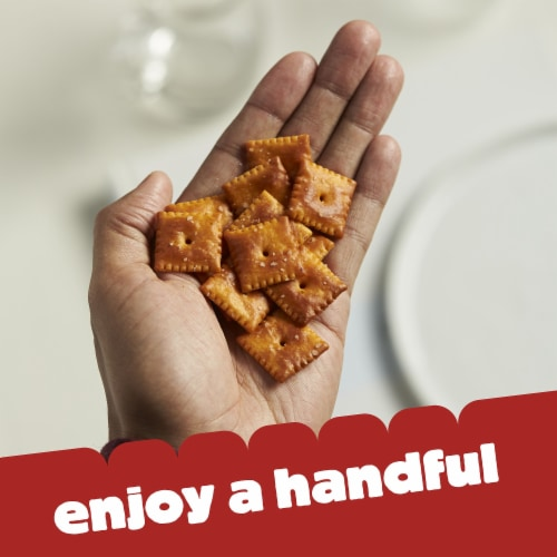 Cheez-It Extra Toasty Cheese Baked Snack Crackers Family Size Perspective: right