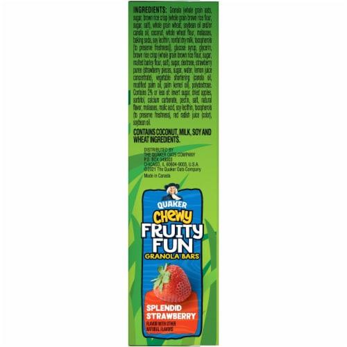 Quaker Chewy Fruity Fun Splendid Strawberry Granola Bars Perspective: right