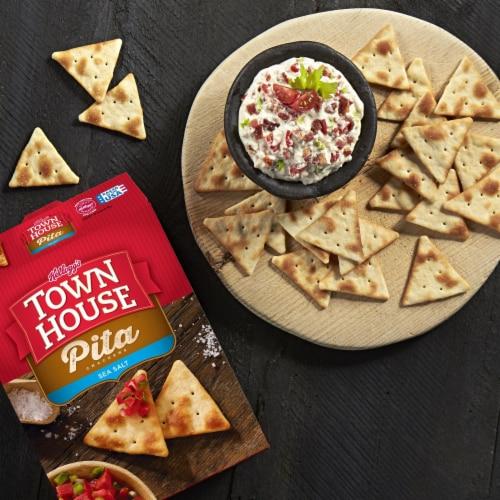 Kellogg's Town House Baked Sea Salt Pita Crackers Perspective: right