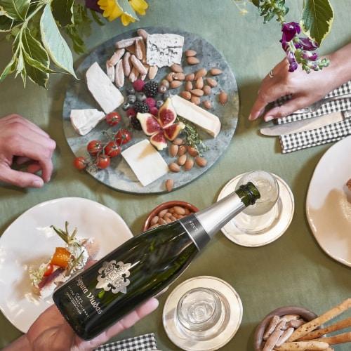 Segura Viudas Brut Reserva Sparkling Wine Perspective: right