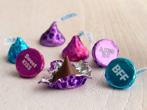 Hershey's Conversation Milk Chocolate Kisses Perspective: right