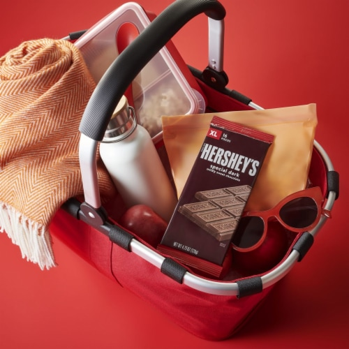 Hershey's Special Dark Chocolate Bar Perspective: right