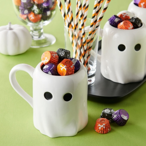 REESE'S Halloween Milk Chocolate Peanut Butter Cup Miniatures Candy With Spooky Foils Perspective: right