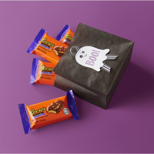 Reese's Milk Chocolate Peanut Butter Pumpkins Candy Perspective: right
