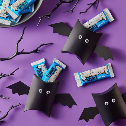 Hershey's Cookies 'N' Creme Fangs Snack Size Candy Bars Perspective: right