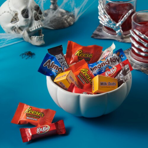 Hershey's All Time Greats Miniatures Candy Assortment Perspective: right