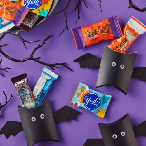 Hershey Spooky Shapes Snack Size Candy Assortment Perspective: right