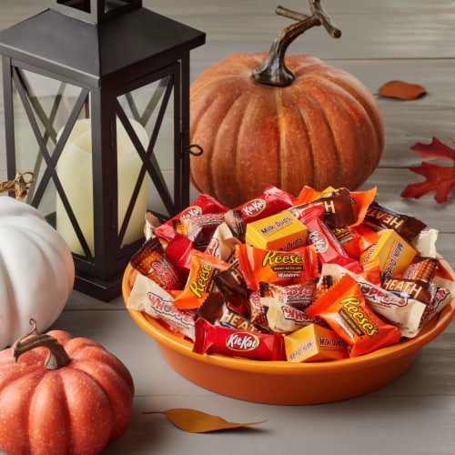 Hershey Halloween Chocolate Candy Assortment Perspective: right
