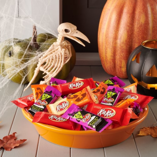 Kit Kat Halloween Lovers Candy Assortment Snack Size Perspective: right